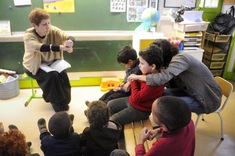 Accompagnement des élèves handicapés : les AESH remplacent les AVS