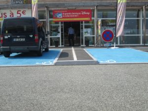 places handicapes station service Lacq Credit Odile Maurin