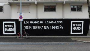 banderole sur la facade de l'APF strasbourg