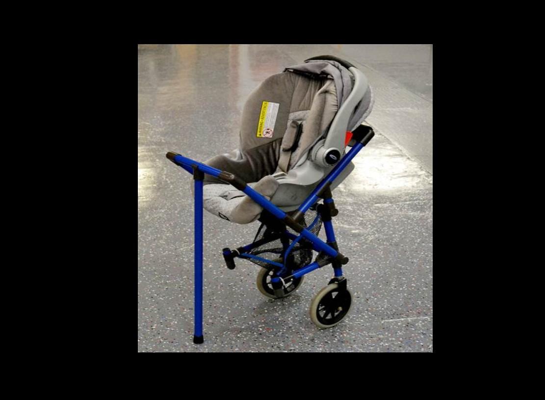 une poussette pour parent en fauteuil roulant faire face toute l 39 actualit du handicap moteur. Black Bedroom Furniture Sets. Home Design Ideas