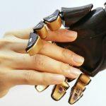 En équipant une prothèse d'une série de capteurs électroniques capables de mesurer la pression s'exerçant sur elle, la sensation du toucher pourrait être restaurée.©Bao Research GroupStanford University