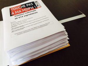 """Plus de 36 000 personnes ont signé la pétition """"Touche pas à ma MDPH!"""""""