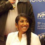 Le sourire rayonnant de Veni Murugan, socio-esthéticienne à la Fondation Mallet, elle-même en situation de handicap © Fondation Mallet