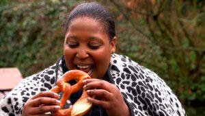 Découverte des spécialités alsaciennes pour la chef sud-africaine Zola © France 5