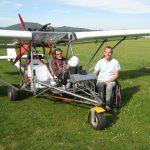L'ULM Volandi permet, une fois breveté, à un pilote à mobilité réduite de voler en complète autonomie avec son aide technique. À Lesches-en-Diois, deux élèves en situation de handicap ont débuté leur formation. © Philippe Chetail