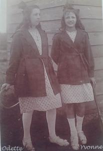 Yvonne, à droite sur la photo, est décédée à l'hôpital de Clermont de l'Oise, en 1944.